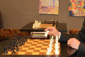 Po šalině, vlaku a lodi vyjede poprvé Šachový trolejbus. Ve Zlíně se představí královská hra pod trolejemi