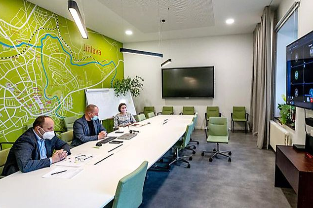 Virtuální kavárna: vysokorychlostní trať a město Jihlava